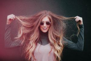 Strahlendes, glänzendes Haar mit Keratin Serum