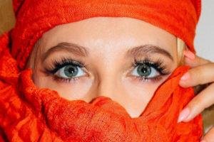 Lange und volle Wimpern, wunderschöne Augen mit Lilash Serum